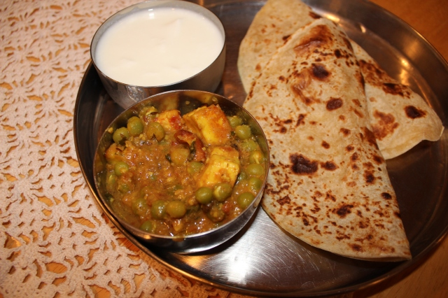 Mattar Paneer served with chappatis and yogurt