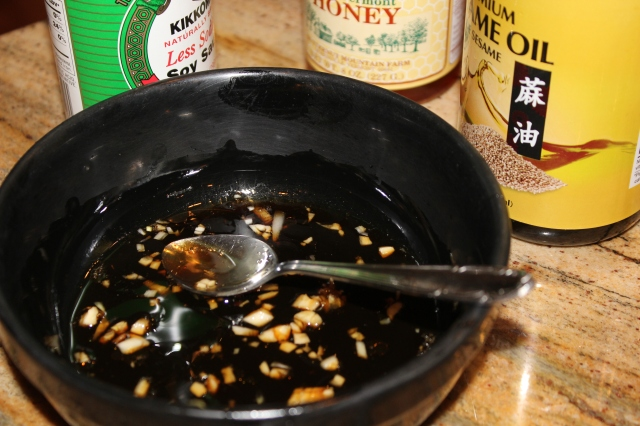 Mix together soy sauce, honey, vinegar, sesame oil and minced garlic