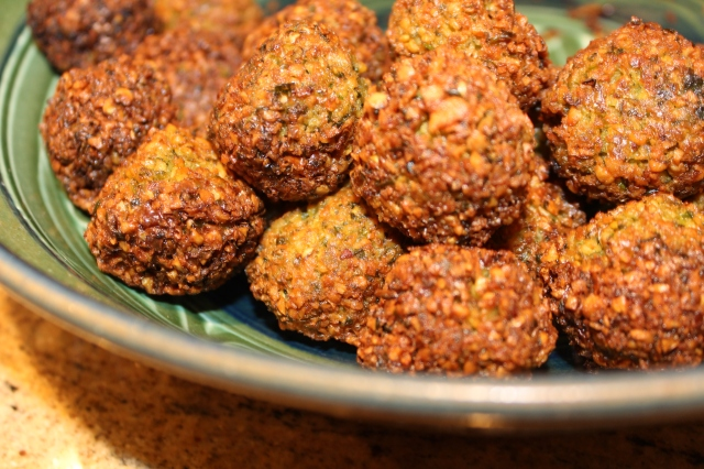 Falafels should brown slowly, so that they are crunchy on the outside and tender but perfectly cooked on the inside.